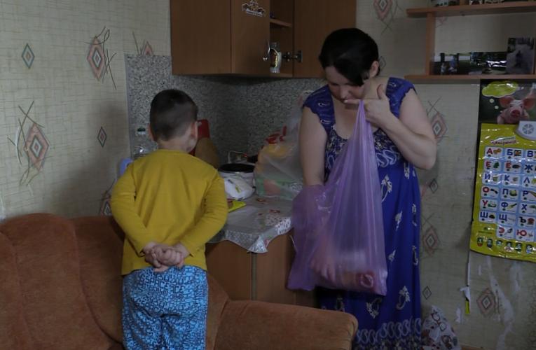 Во Владимире многодетной матери-одиночке из Украины помогли продуктами